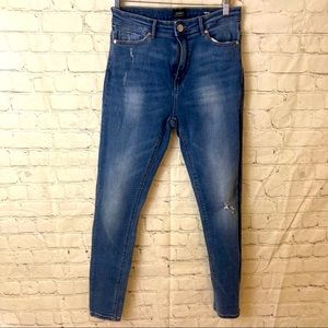 ONLY distressed highwaisted jeans